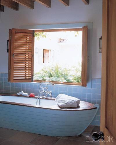 tub shaped like a boat